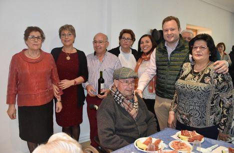 El alcalde valora la actividad de la Asociación de Pensionistas 'San Gregorio' de Aguas Nuevas