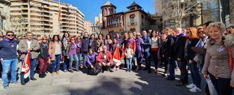 El PSOE provincial, encabezado por su secretario general, ha participado en la manifestación del 8M en Albacete