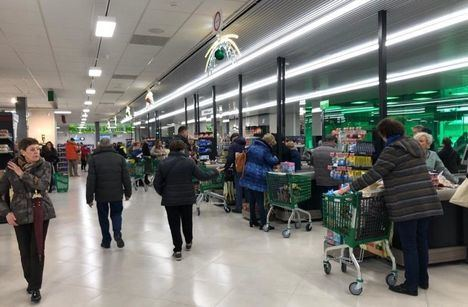 Coronavirus.- Mercadona controlará el aforo de los supermercados y obligará a mantener una distancia de un metro