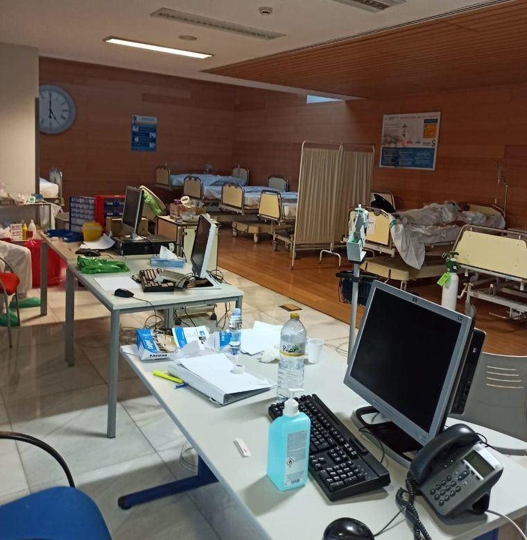 Se instalan camas en sala de espera de urgencias del Hospital General de Albacete