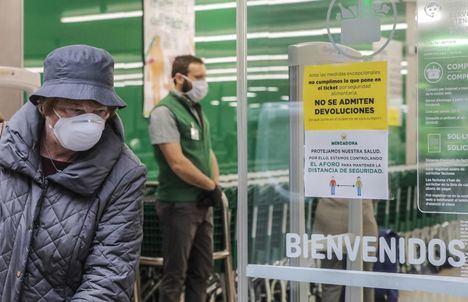 Coronavirus.- Mercadona instalará mamparas en las cajas y hará obligatorio el uso de guantes, que repartirá a la entrada