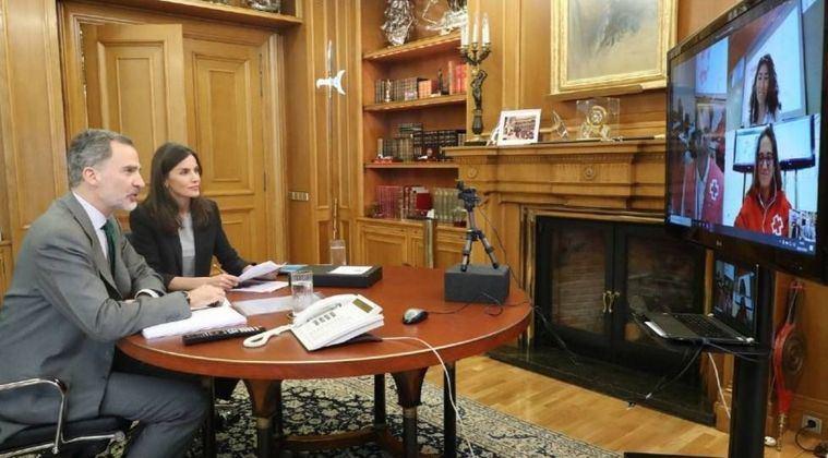 Los Reyes Felipe y Letizia se preocupan por conocer la situación del Hospital General de Albacete contra el coronavirus