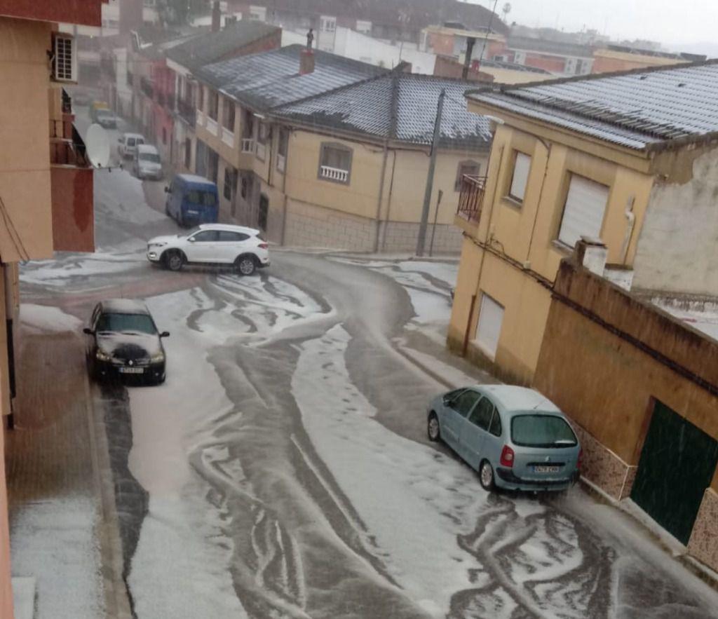 Una impresionante tormenta de granizo sorprende a los habitantes de Hellín a primera hora de la tarde