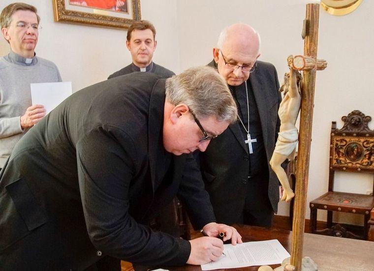 Foto. Julián Ros con el Obispo de Albacete
