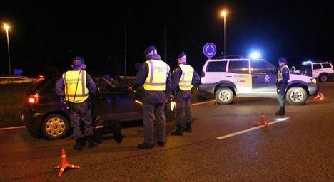La DGT y la Guardia Civil intensifican los controles nocturnos en carretera
