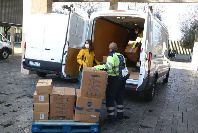 El Gobierno de Castilla-La Mancha ha distribuido ya más de 6,3 millones de artículos de protección para los profesionales de los centros sanitarios
