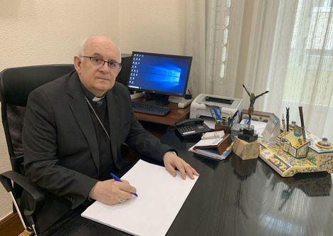 El Obispo, D. Ángel Fernández, celebra en la Capilla de la Casa del Obispado la misa