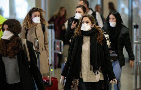 Coronavirus.- El Gobierno recomienda usar mascarillas en el transporte público y las facilitará en las estaciones