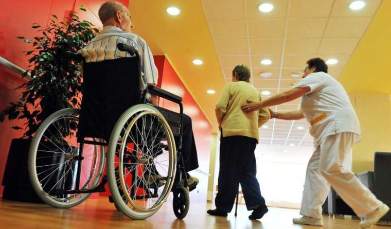 Castilla-La Mancha regula el proceso de valoración del personal de residencias de mayores en relación al COVID-19