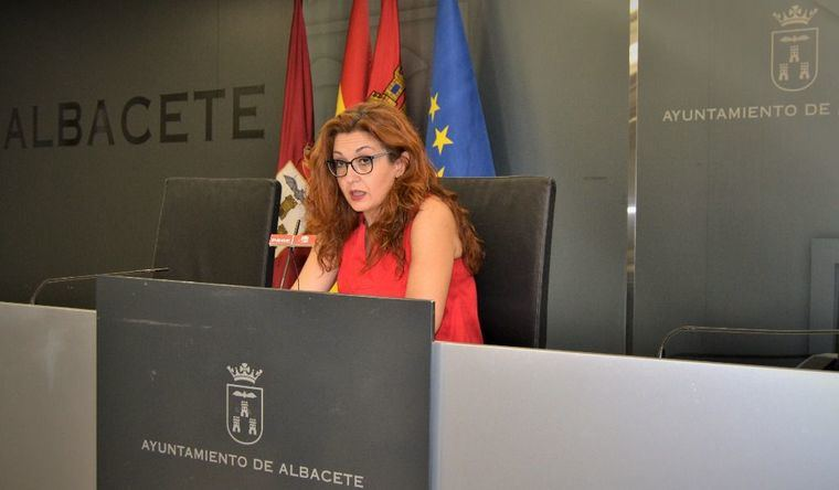 """Juani García: """"Para el Ayuntamiento de Albacete durante la pandemia ha sido prioritaria la atención a las personas mayores"""""""