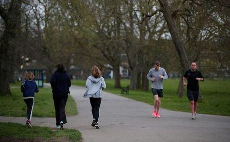 Coronavirus.- Sanidad prohíbe coger el coche o el transporte público para ir a hacer deporte