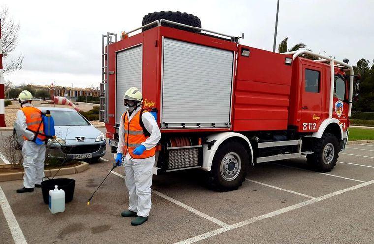 Los bomberos del SEPEI de la Diputación completan una nueva semana de trabajos de desinfección en diferentes espacios públicos, con más de 130 salidas a municipios