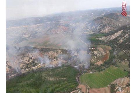 Estabilizado el incendio forestal declarado en Casas de Ves (Albacete) y que afecta a Requena (Valencia)