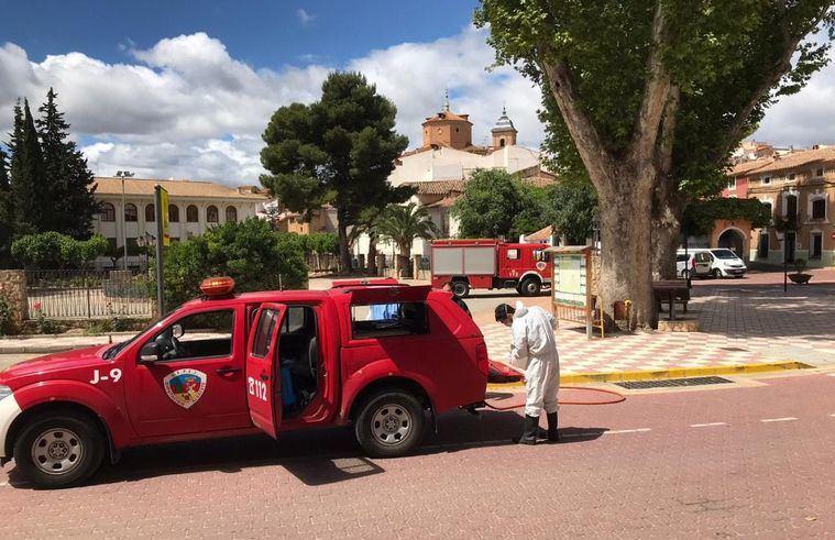 Los bomberos del SEPEI registran más de 400 salidas para realizar tareas de limpieza y desinfección frente a la COVID-19 en la última semana