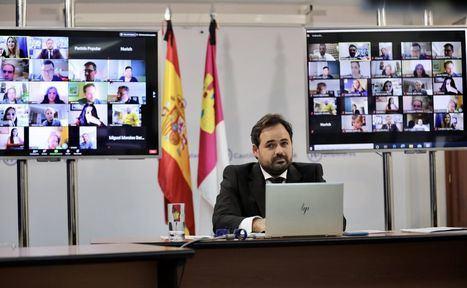 Núñez pone en valor la labor de los periodistas durante la crisis sanitaria, tras reunirse con 52 medios de comunicación de Castilla-La Mancha