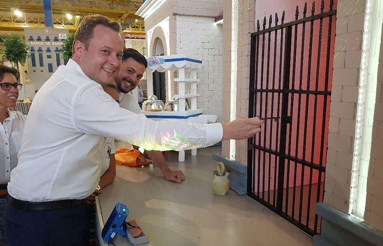 Foto archivo: El alcalde, Vicente Casañ, no podrá abrir la Puerta de Hierros el día 7 de septiembre