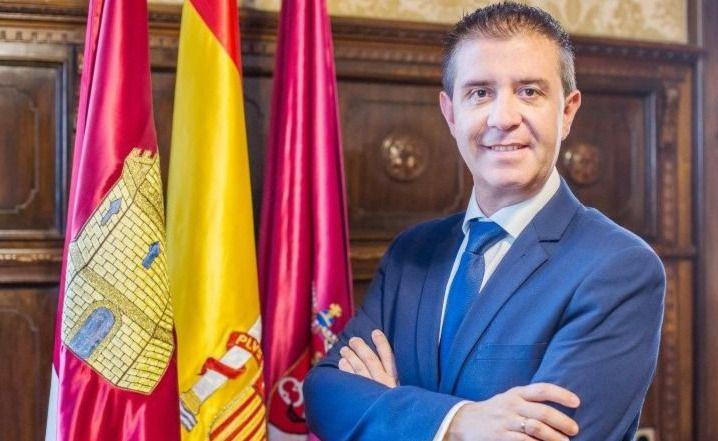 """Santiago Cabañero, presidente de la Diputación, en Radio 4G Albacete: """"Lo primero es proteger la salud de los ciudadanos y de los profesionales, por lo que ahí es donde tenemos que destinar la mayor parte de los recursos económicos"""""""