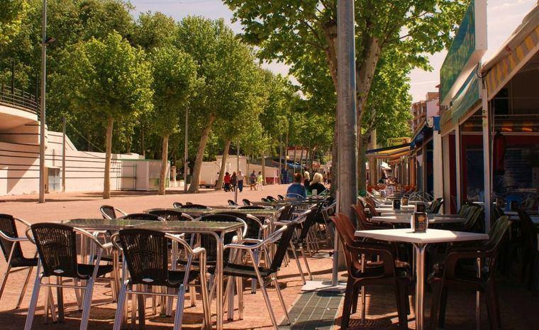Las Tascas del Paseo de la Feria podrán abrir sus puertas al público desde el 15 de junio hasta el 30 de septiembre