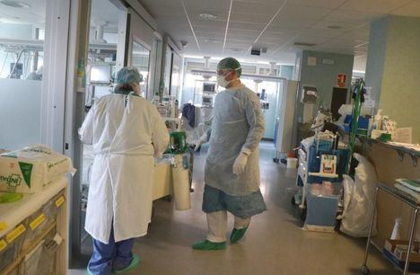Continúa descendiendo el número de hospitalizados por COVID tanto en cama convencional como en las UCI