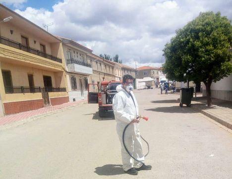 Efectivos del SEPEI y del Parque Móvil de la Diputación de Albacete continúan trabajando en la desinfección y limpieza de los municipios de la provincia tras sus mercadillos