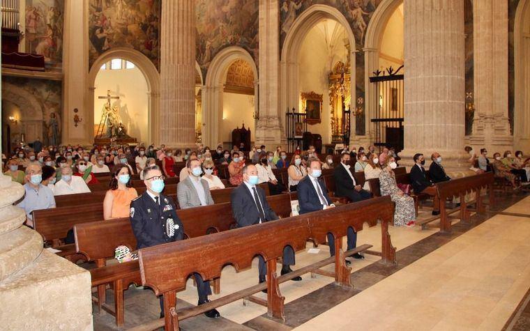 Vicente Casañ acude a la misa de San Juan y pide a los vecinos 'máxima responsabilidad' para recuperar la normalidad cuanto antes