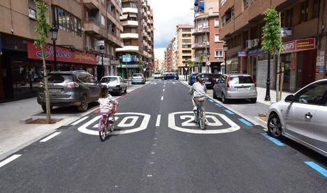 El Pleno del Ayuntamiento de Albacete aprueba por unanimidad la modificación de la Ordenanza de Circulación, que reduce los límites de velocidad máxima y regula el uso de los VMP