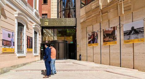 La fachada del Palacio de la Diputación de Albacete, primera sede provincial de la exposición fotográfica de gran tamaño #PHEdesdemibalcón