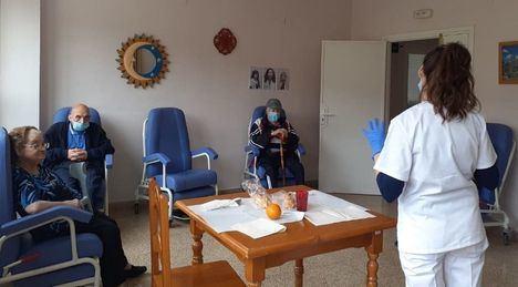 Las residencias de mayores y centros sociales de Castilla-La Mancha recuperan desde este lunes visitas y normalidad
