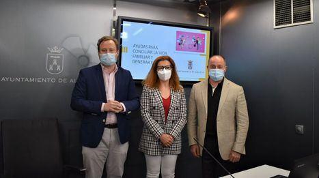 El Ayuntamiento de Albacete dará ayudas para la conciliación a las familias con niños menores de 12 años que contraten un cuidador o lleven a sus hijos a un centro educativo