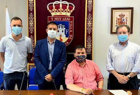 Santiago Cabañero traslada personalmente a la 'familia' de la Fundación Antonio Carrilero el pésame de toda la provincia tras la pérdida del genial artista