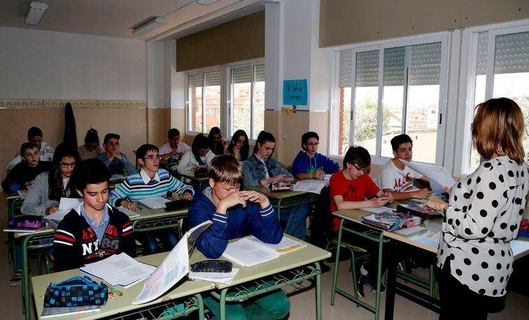 El Gobierno regional asegura que incrementará las plantillas de profesorado el próximo curso escolar y que no va a aumentar las ratios