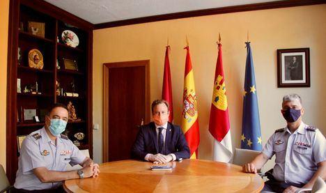 Vicente Casañ recibe a los coroneles que este viernes se relevarán al frente del TLP