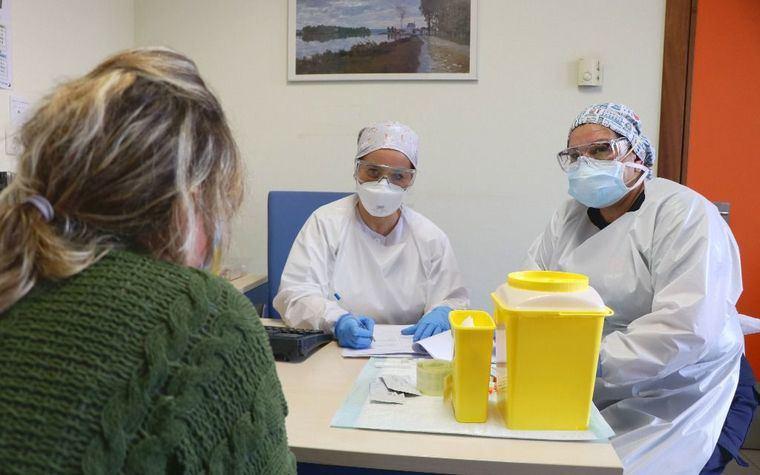 El perfil de los nuevos contagiados por COVID ha cambiado en Castilla-La Mancha. En las últimas horas registra 18 nuevos contagios y un fallecido en las últimas 24 horas