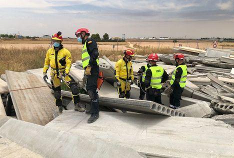 Una veintena de profesionales del SEPEI de la Diputación y de la UME se forman en rescate en estructuras colapsadas