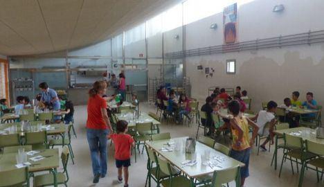 Más de 6.600 alumnos se beneficiarán de la beca de comedor este verano tras el acuerdo entre Junta y 25 ayuntamientos