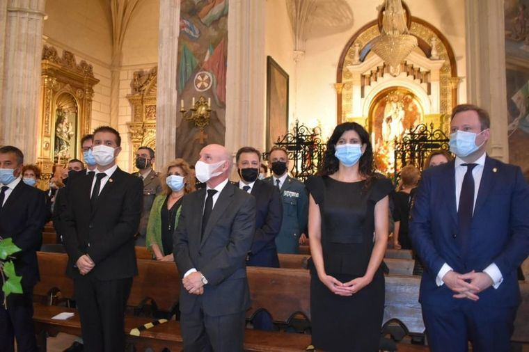 Familiares, amigos y vecinos honran a las víctimas del Covid-19 en Albacete