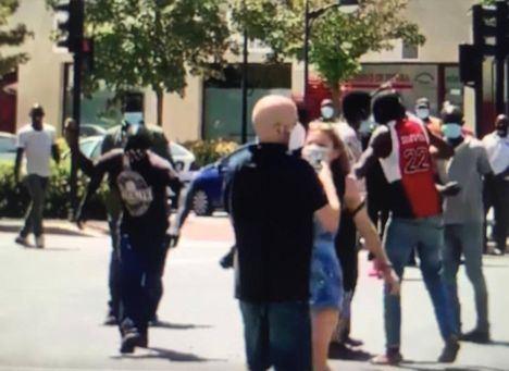 Unos cien inmigrantes se saltan las restricciones y cortan la Circunvalación de Albacete provocando indidentes