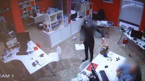 """La Guardia Civil detiene a dos personas especializadas en el método de la """"muleta"""", esclareciendo 45 hechos delictivos cometidos en 15 provincias del territorio nacional"""