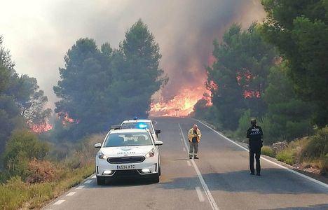 Incendios.- Declarado un incendio forestal en la pedanía hellinera de Agramón en el que trabajan 18 medios y 67 personas