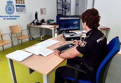 Sucesos.- La Policía rescata a un bebé de 10 meses en Albacete encerrado en su domicilio de forma accidental