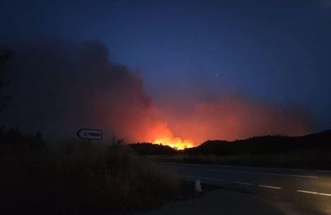 Incendios.- Trece medios y 61 personas trabajan en la extinción de un incendio en Férez. En Ayna 21 medios y 79 personas participan en la extinción de otro incendio