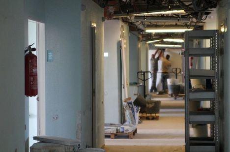 Arranca la remodelación del hospital de Hellín, mientras sigue la reparación de la zona afectada por el fuego