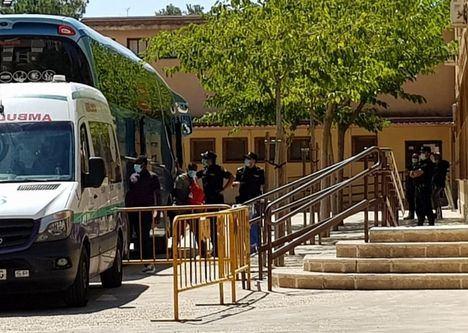 Cruz Roja pagará el billete de autobús a los temporeros que decidan abandonar Albacete al terminar la cuarentena