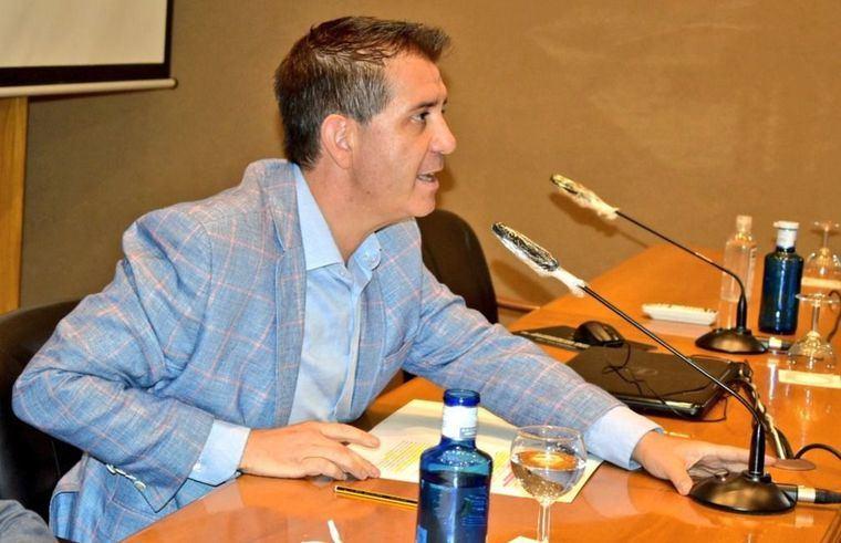 Santi Cabañero firma la resolución de las ayudas de Diputación para que los Ayuntamientos mejoren cuestiones de accesibilidad en sus municipios, concedidas a los 56 solicitantes