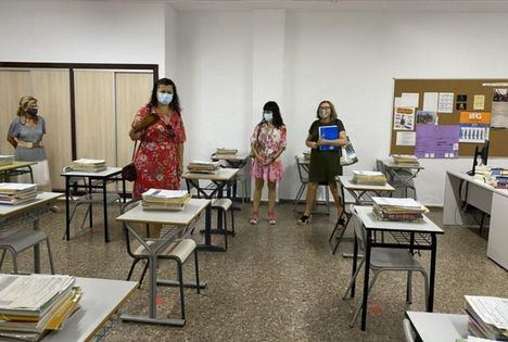 La portavoz de Educación del grupo socialista en las Cortes de Castilla-La Mancha, Diana López, destaca que el Gobierno de Page lleva