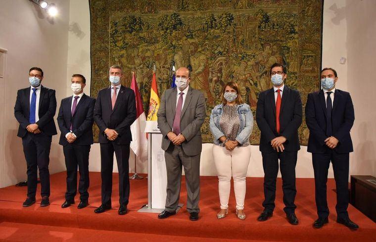 Foto: El vicepresidente, José Luis Martínez Guijarro, con los presidentes de las diputaciones.