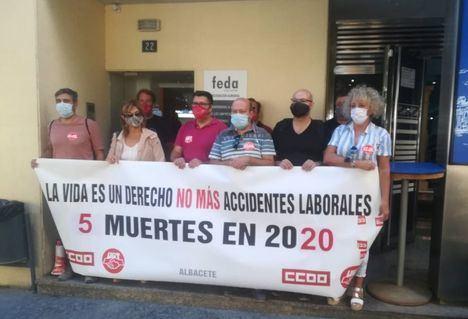 CCOO y UGT protestan ante FEDA en Almansa para reivindicar mejoras en seguridad tras el último accidente laboral mortal