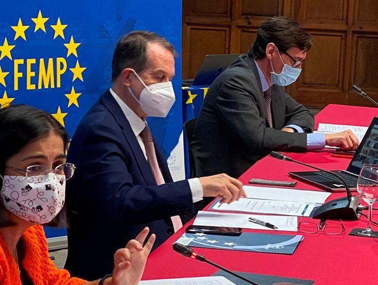 El Gobierno distribuirá a partir de la próxima semana 15 millones de mascarillas a través de la FEMP