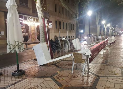 Sucesos.- Las tormentas del viernes en Albacete dejan inundaciones en garajes, calles afectadas, así como toldos, terrazas y cornisas