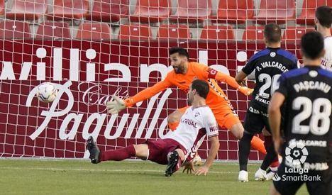 0-2.- El Albacete pierde en casa frente a La Ponferradina en un pésimo partido